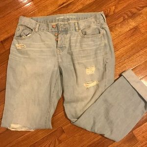 Light wash size 6 Old Navy Boyfriend cropped jeans